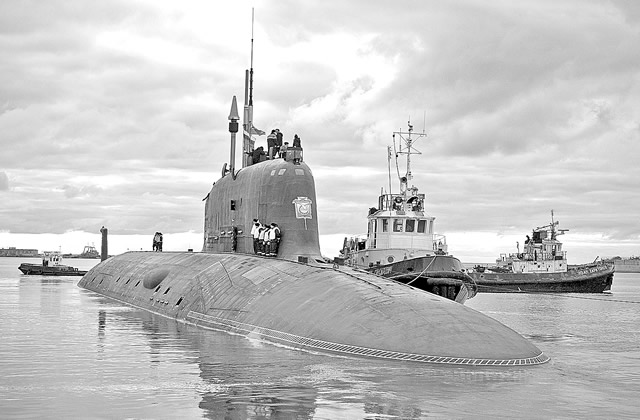 The delivery of the first Yasen class nuclear-powered multipurpose attack submarine to the Russian Navy has been postponed until the end of 2012 due to additional tests of its weapons systems, the Sevmash shipyard said.