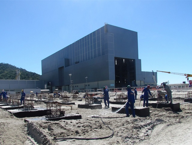 On 12 December, the President of the Brazilian Republic, Dilma Rousseff, officially inaugurated the main hall of the submarine construction shipyard, located in Itaguaí in the Bay of Sepetiba. This industrial facility brings together specific resources and tools for the assembly and equipping of Scorpene submarine sections in the frame of the Brazilian Navy submarine programme. DCNS also provides support for the non-nuclear part of the first nuclear-powered Brazilian submarine.