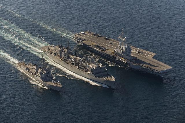 Armée Française / French Armed Forces - Page 6 Charles_de_Gaulle_Aircraft_Carrier_USNS_Arctic_USS_Bulkeley_DDG_84_unrep_1