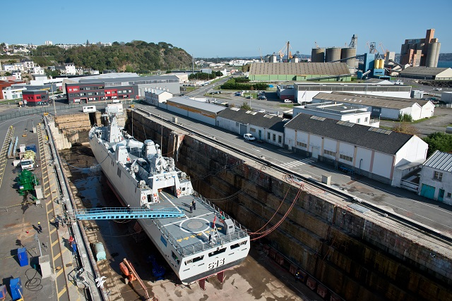 http://www.navyrecognition.com/images/stories/news/2014/november/Tarik_Ben_Ziyad_in_drydock_DAMEN_1.jpg