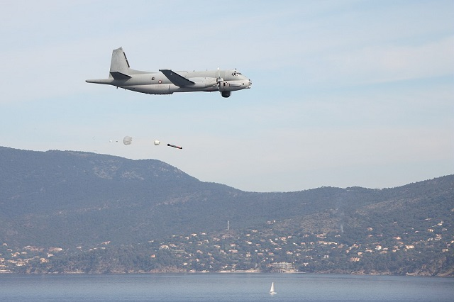 The French Navy released a picture showing one of its ATL2 (Breguet/Dassault Atlantique 2) Maritime Patrol Aircraft (MPA) launching a MU90 torpedo. The MPA belongs to the Flotille 21F based in Lann-Bihoué (Britanny) and the trial was conducted at the French procurement agency (DGA) maritime test field in the Mediterranean Sea. The first even MU90 torpedo launch from an ATL2 took place in April 2011.