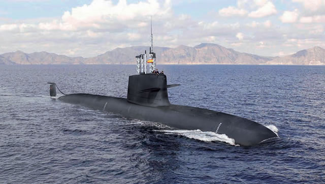 The first step to ensure that the four Spanish Navy S-80 class diesel-electric submarines (SSK) can float has been completed at the Navantia shipyard of Cartagena. The information comes from Spanish daily newspaper La Verdad. Each submarine has been stretched with a 10 meters ring to better distribute the weight of the submarine and prevent it from sinking.