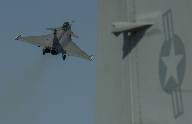 Armée Française / French Armed Forces - Page 39 Rafale_M_French_Navy_USS_Carl_Vinson_US_Navy