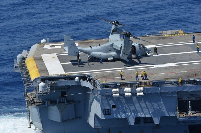 French Navy: News - Page 2 V-22_Osprey_USMC_Bell_Boeing_French_Navy_Aircraft_Carrier_Charles_de_Gaulle_1