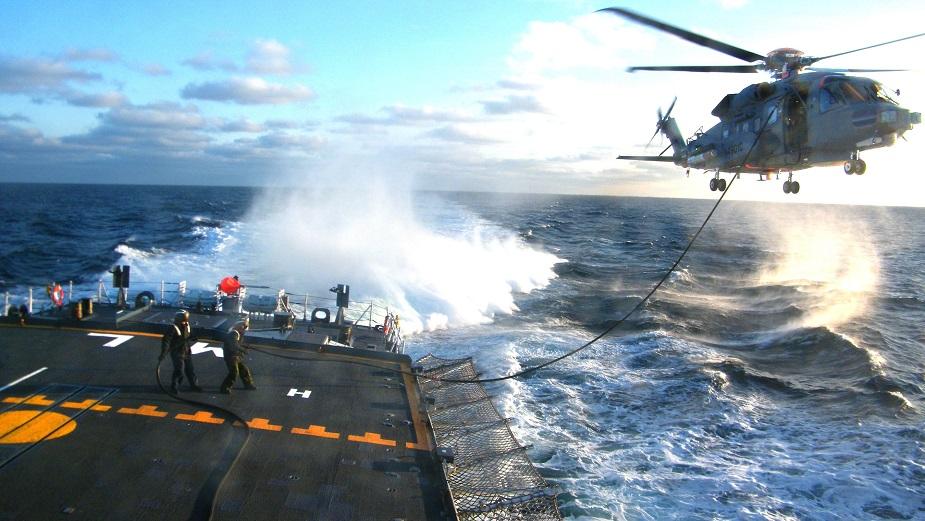 CH 148 Cyclone Maritime Helicopter tested in Sea State 6 with Canadian Navy Frigate