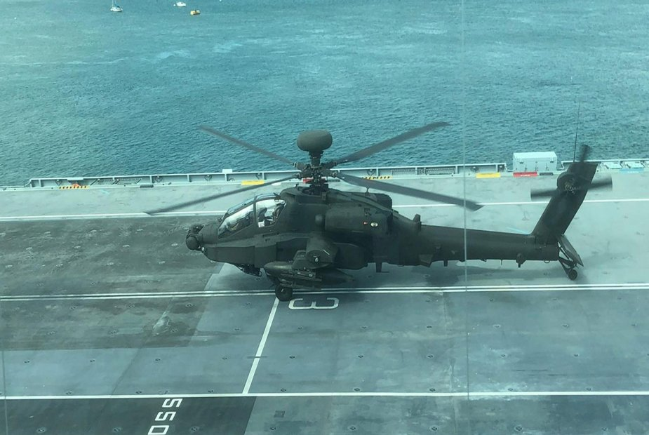 Apache_helicopter_lands_onboard_HMS_Queen_Elizabeth_for_first_time.jpg