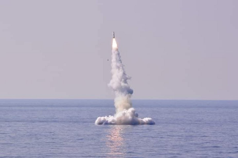 Algerian Navy fires Club S type missiles from Kilo class 636 submarines 925 001