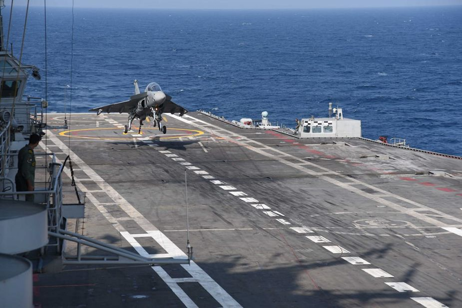 India First landing of Naval Tejas Mk1 Light Combat Aircraft on INS Vikramaditya aircraft carrier 925 001