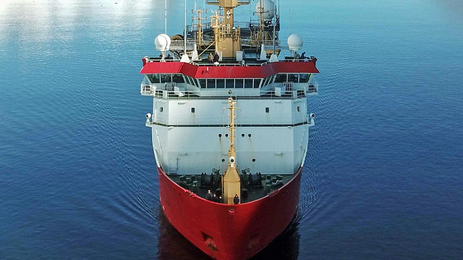 http://www.navyrecognition.com/images/stories/news/2021/august/HMS_Protector_heads_Antarctica-02.jpg