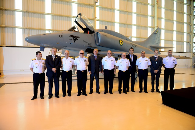 Embraer Defense & Security held the delivery ceremony, today, of the first modernized AF-1 (AF-1B) fighter jet to the Brazilian Navy at its industrial plant in Gavião Peixoto, in outstate São Paulo. The ceremony was attended by the Navy Commander, Fleet Admiral Eduardo Bacellar Leal Ferreira, and officers of the High Command of the Brazilian Navy. The AF-1 program (the name given by the Navy to the McDonnell Douglas A-4 Skyhawk) provides for the revitalization and modernization of 12 subsonic jets – nine AF-1 single-seaters and three AF-1A two-seaters.