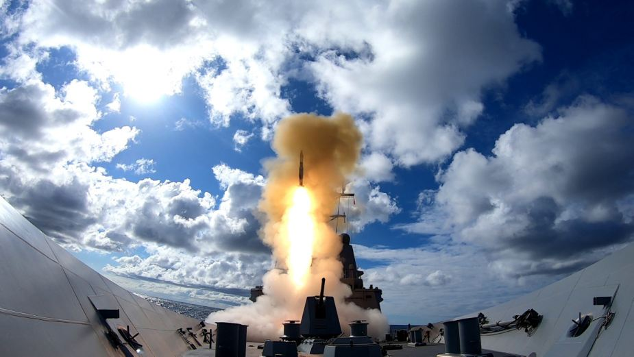 HMAS Hobart III conducts live fire exercise using RIM 66 Standard Missile 2 925 001