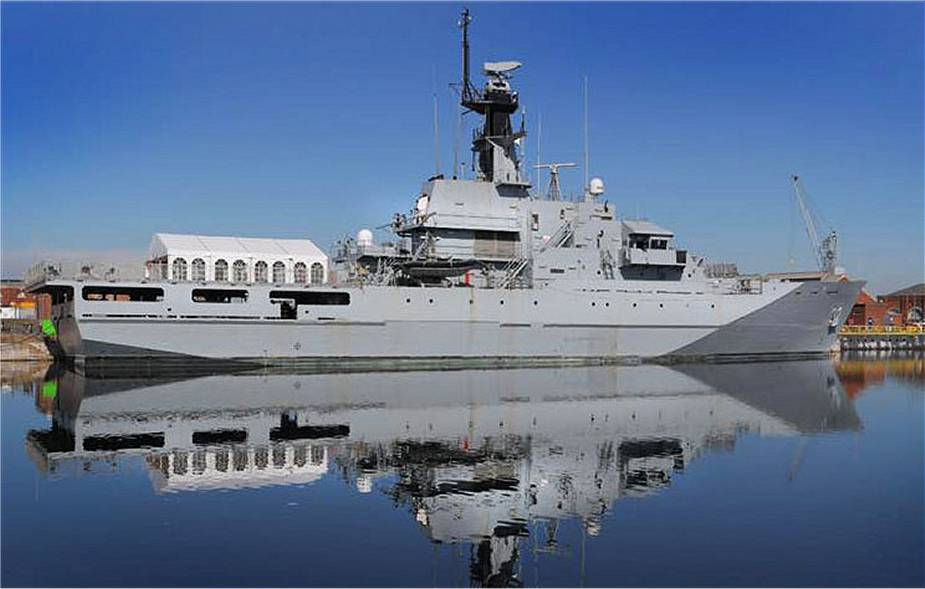 https://www.navyrecognition.com/images/stories/news/2020/August/Bahrain_Navy_takes_delivery_of_ex-HMS_Clyde_River-Class_offshore_patrol_vessel_from_British_Navy_925_001.jpg