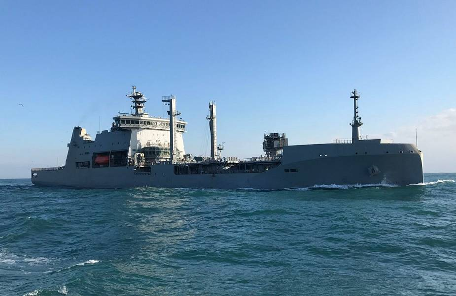 New Zealand Navy has commissioned its new tanker and sustainment vessel HMNZS Aotearoa 925 001µ